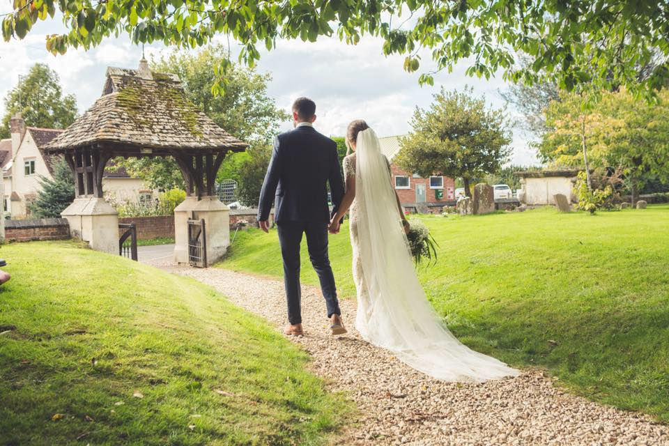 Real Weddings – Kelly & Lewis